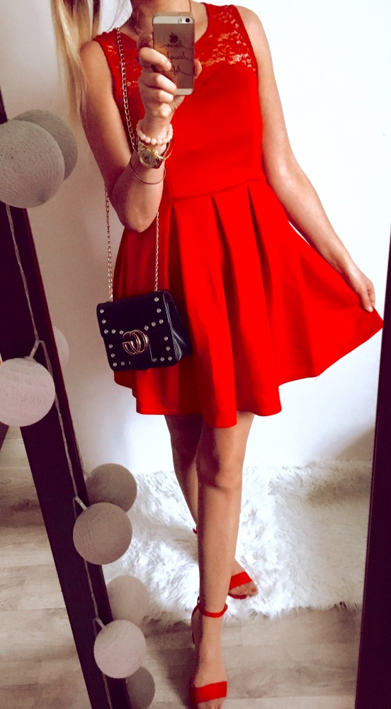 Eleganckie Woman in red