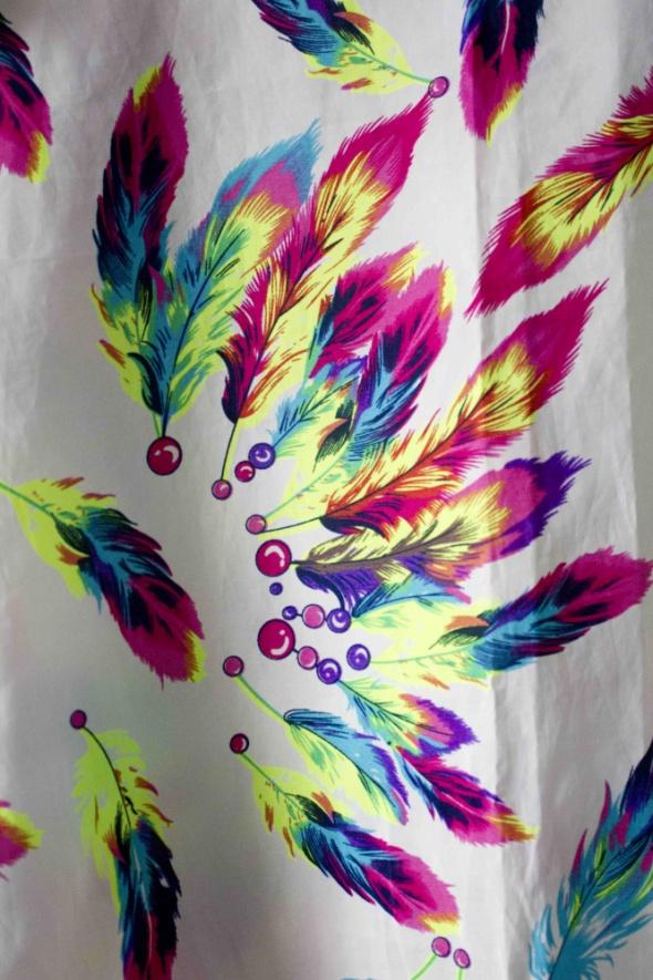 koszulka mgiełka w kolorowe pióra