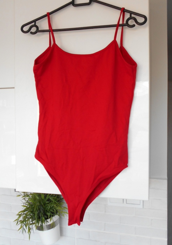Top Zara czerwone body minimalizm klasyka wycięte plecy