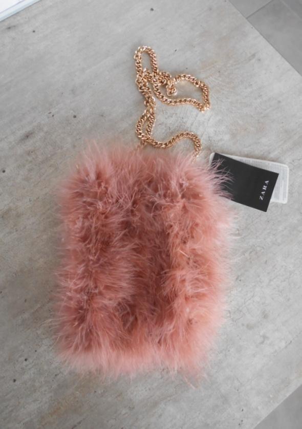 Torebki wieczorowe Zara nowa mała futrzana torebka futerko pudrowa różowa pastelowa na łańcuszku