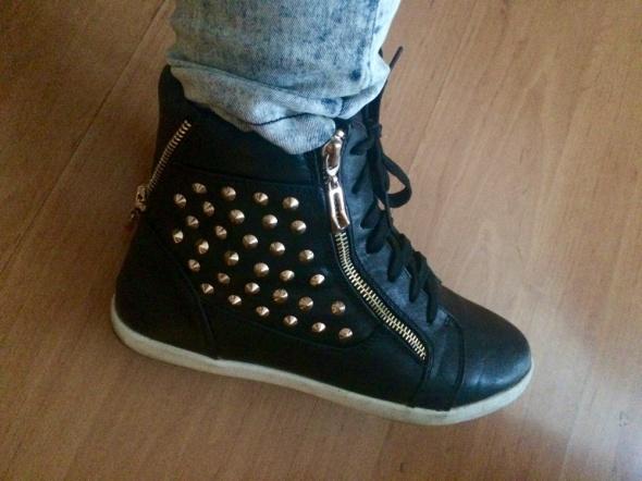 Trampki sneakersy z ćwiekami złote zipy Centro 37