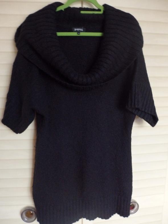 czarny sweterek z golfem