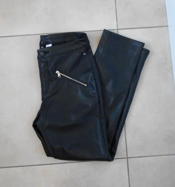 HM nowe skórzane czarne spodnie eko skóra zamki zip rurki...