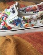 buty białe 40 z kwiatowym wzorem...