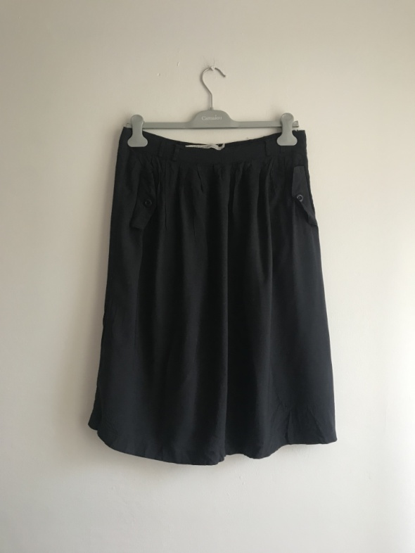 Czarna spódnica prost basic L Carry