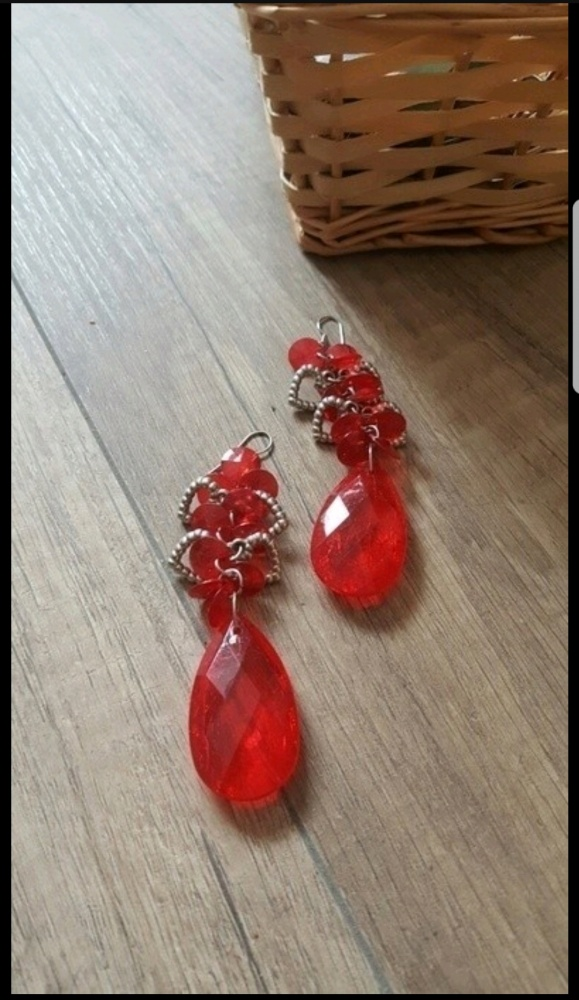 Czerwone wiszące kolczyki