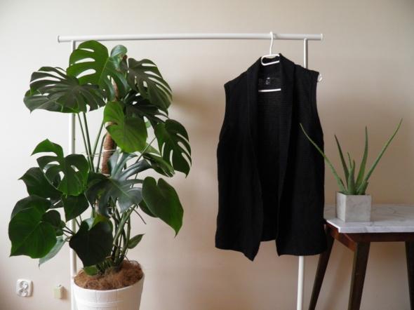Czarny sweterek kamizelka H&M