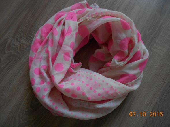 modna apaszka w różowe kropki