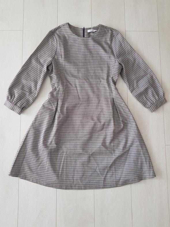 Rozkloszowana sukienka RESERVED