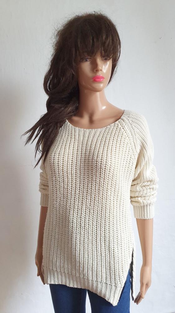 Swetry Kremowy sweterek z zameczkami r S