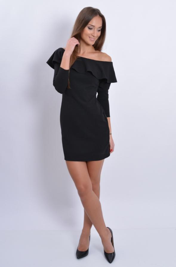 Czarna sukienka hiszpanka