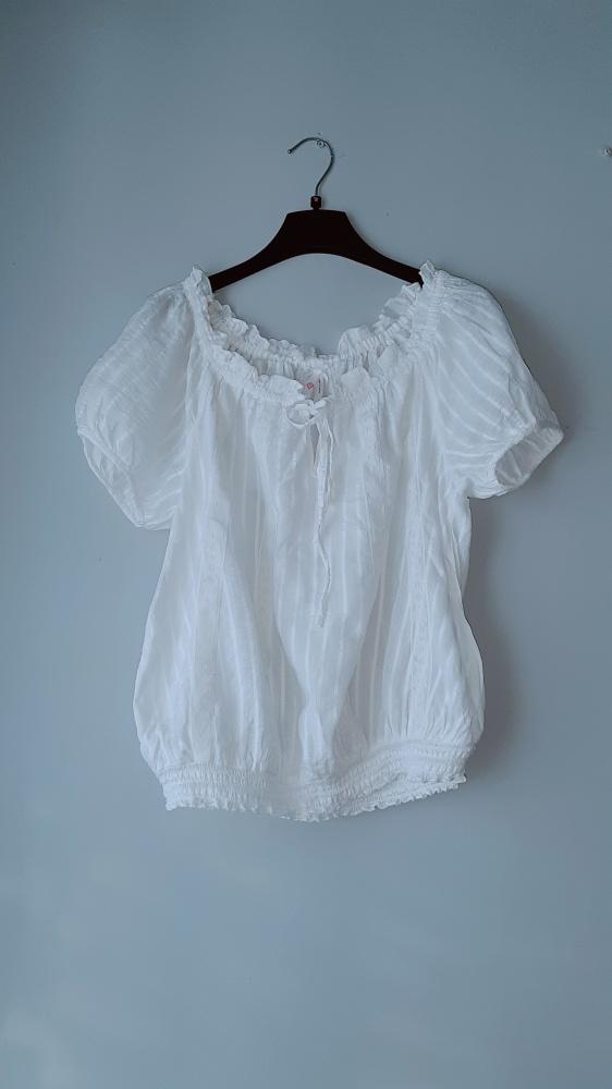Biała bluzka krótki rękaw...