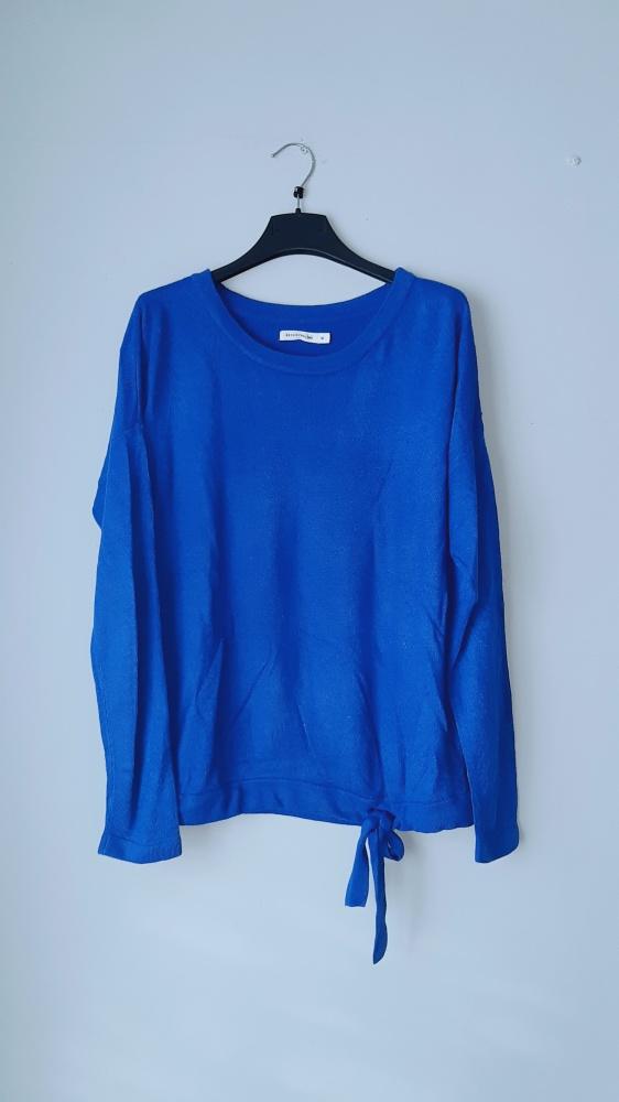 Idealny niebieski sweterek reserved