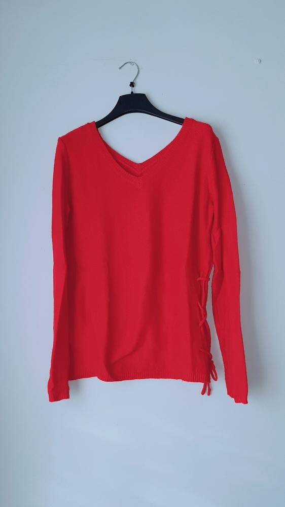 Czerwony sweterek sinsay M