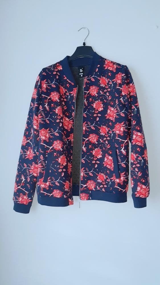 Bluza bomberka w kwiaty