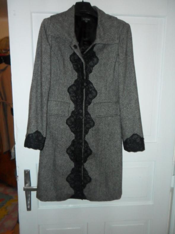 Pięny wełniany płaszcz marki BEBE rozmiar 36