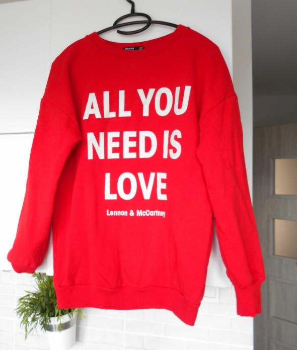 Bershka czerwona bluza dresowa all you need is love napis overs...