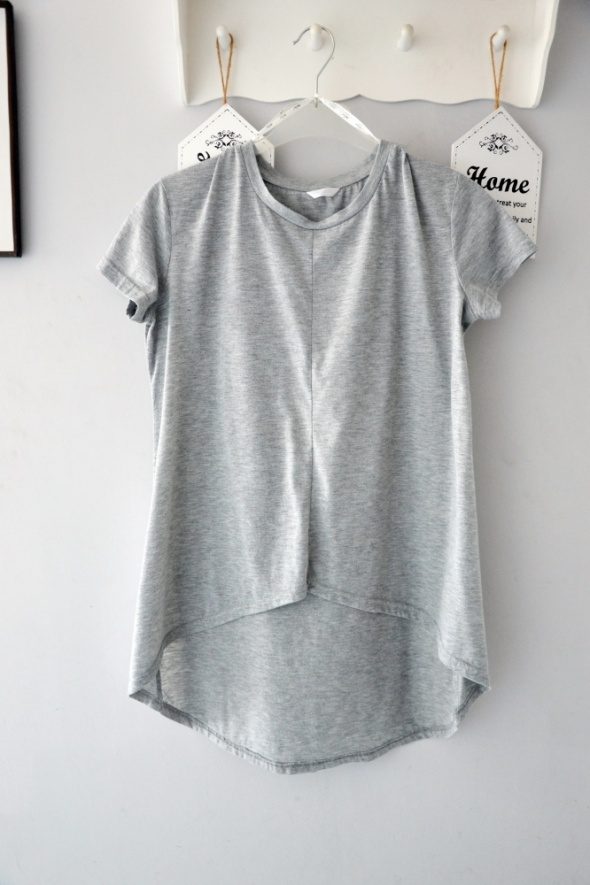 Szara bluzka z krókim rękawem dłuższy tył