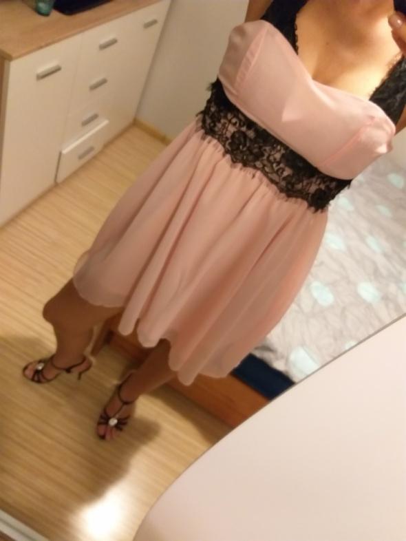 Zwiewna sukienka koronkowe ramiączka...