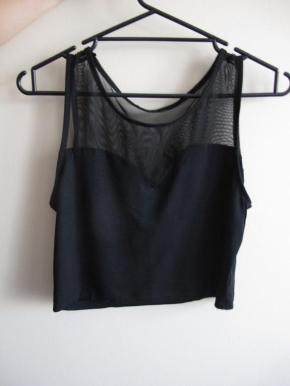 Czarny crop top modny z siateczką...