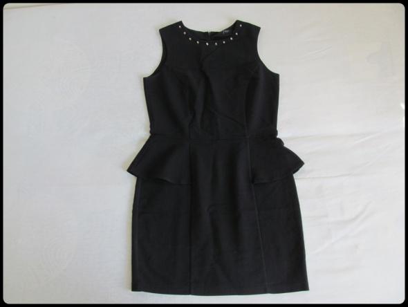 Sukienka mała czarna z baskinką Reserved rozmiar 40 L...