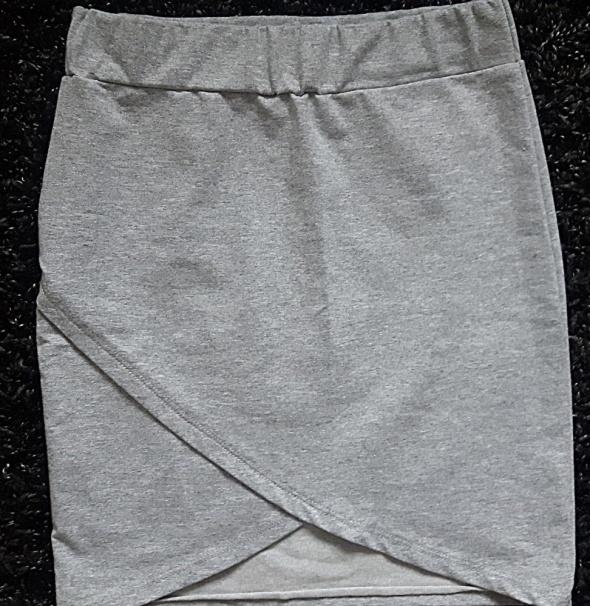 Szara asymetryczna spódniczka