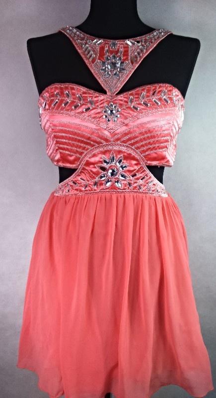 sukienka z wycięciami piękna zdobiona