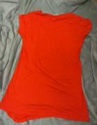 Czerwona dłuższa koszulka...