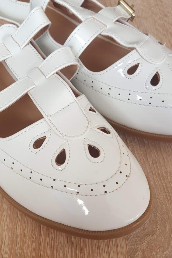 Nowe białe buty retro 40 płaskie babydoll jak vintage lakierki dziewczęce
