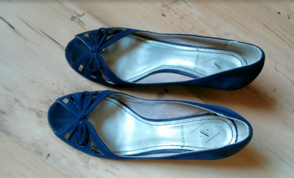 Sandały na koturnie Lazzarini