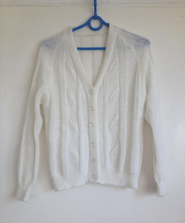 Biały kremowy dziergany wełniany kardigan sweterek używany deli...