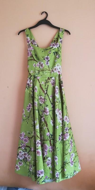 Wytłaczana sukienka maxi w kwiaty...
