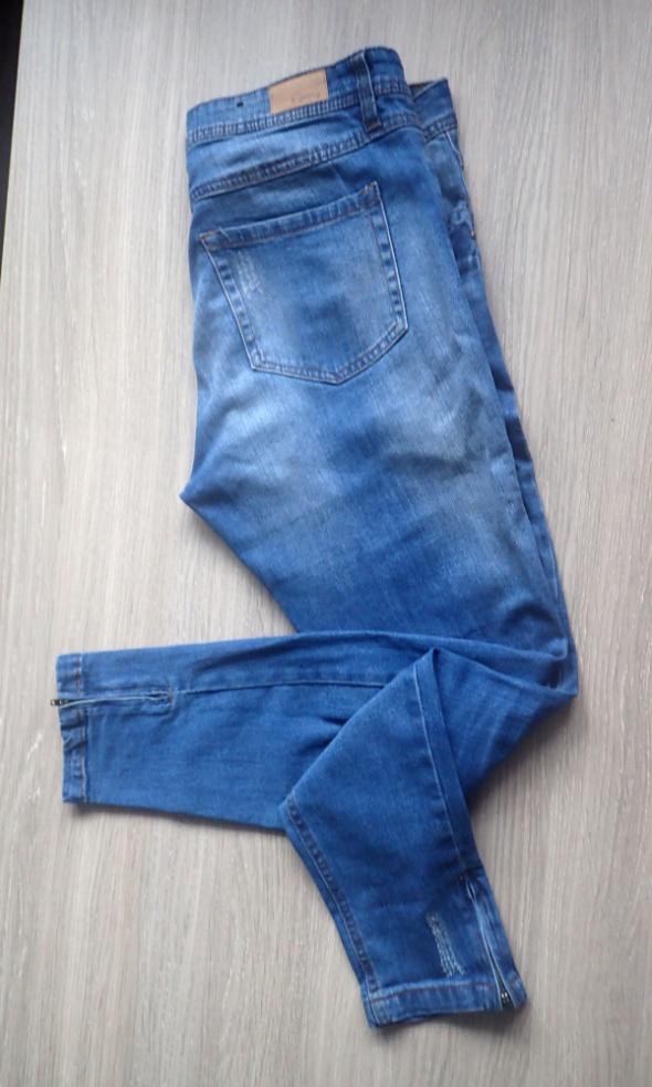 B Young niebieskie jeansy 30 M L zamki przetarcia