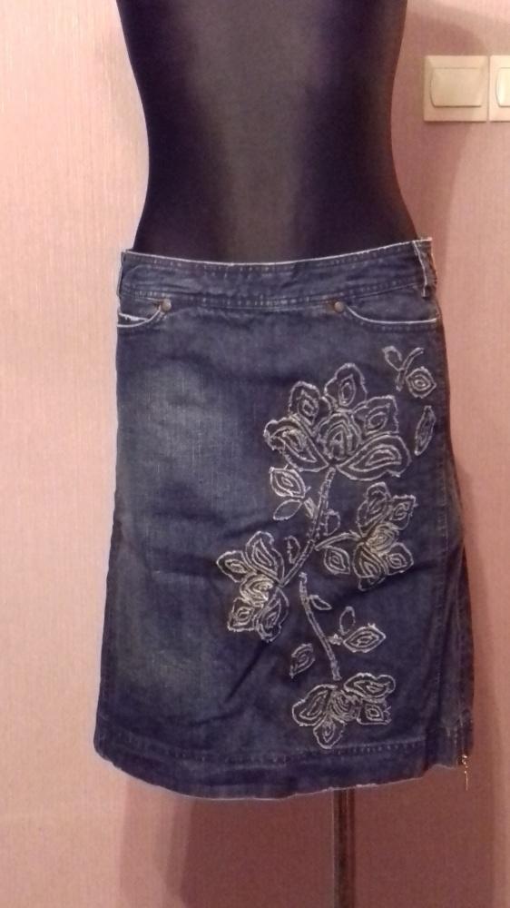 Jeansowa spódnica mini z kwiatowymi naszyciami S M
