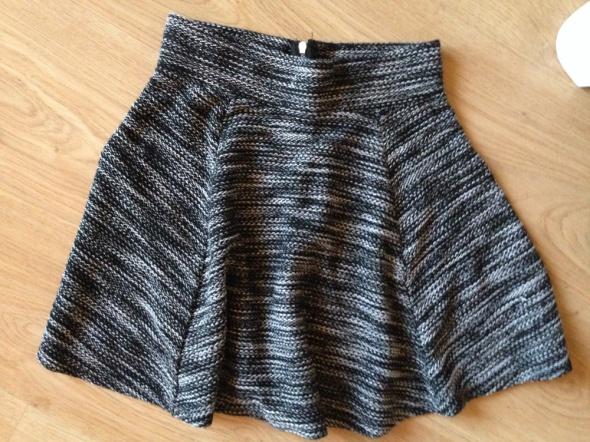 rozkloszowana spódniczka H&M
