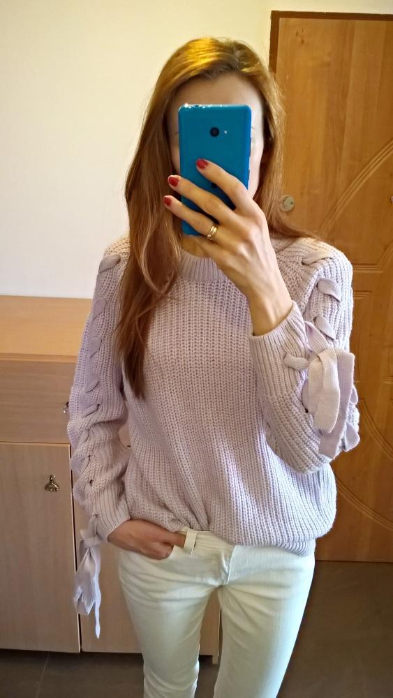 Lawendowy sweterek z wiązaniem
