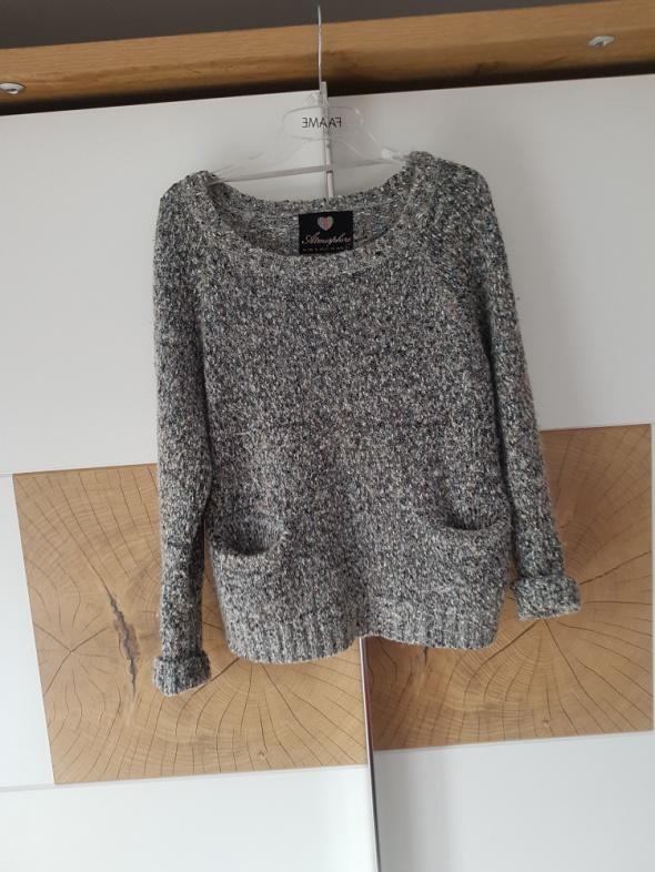 Szary ciepły sweter...