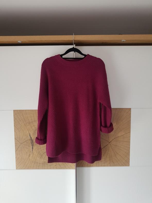 Bordowy sweter...