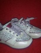 Białe dziewczęce adidasy w gwiazdki 29...
