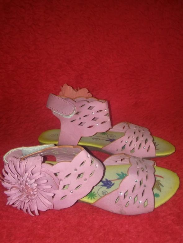 Różowe dziewczęce sandałki z diamencikami 28...