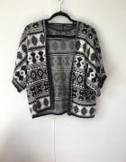 sweter narzutka we wzory czarno bialy...