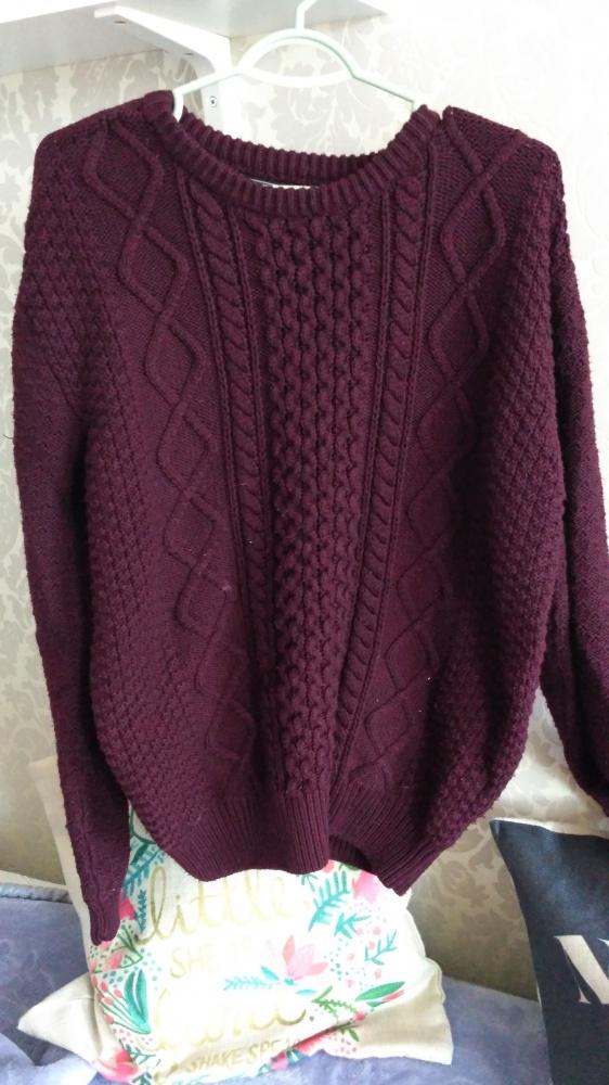 Bordowy sweter warkocz...