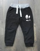 Czarne dresowe spodnie z oczami Cool Club 98...