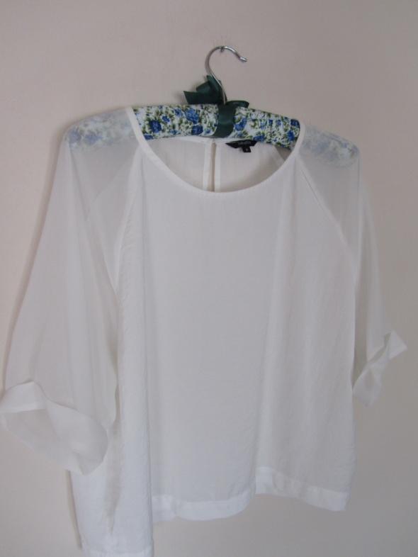 Biała elegancka bluzka basic