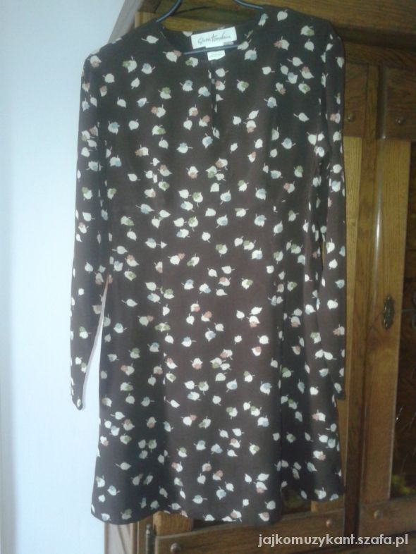 Brązowa sukienka retro