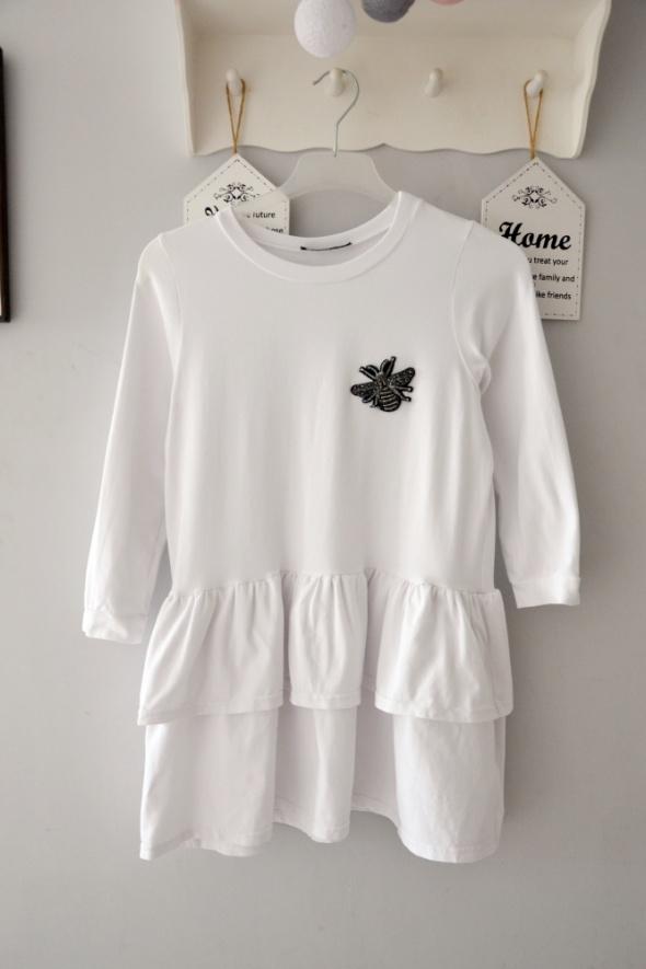 Biała bluzka z falbanką