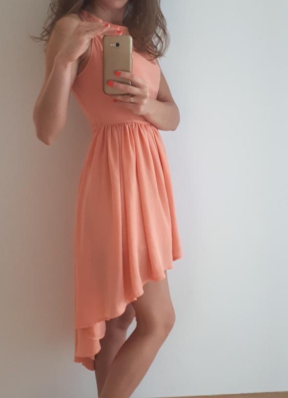 Zwiewna sukienka przedłużany tył
