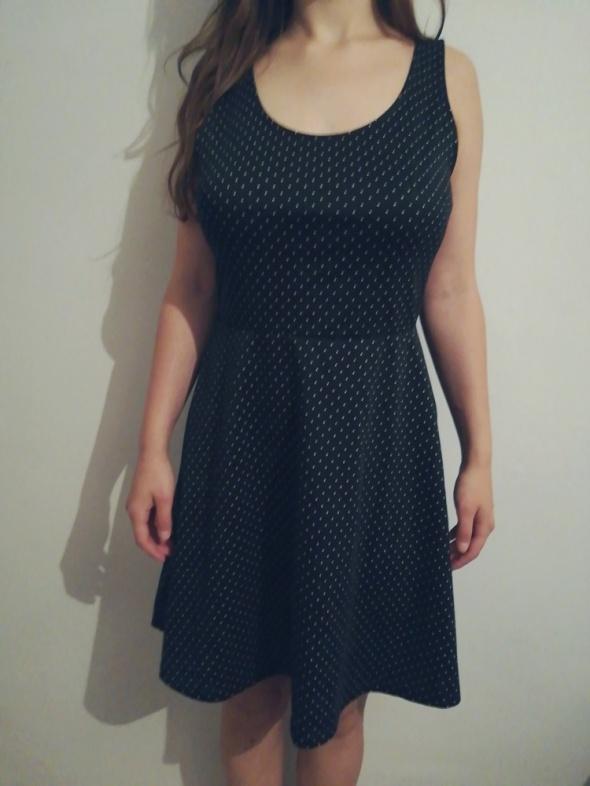 Sukienka czarna w kropeczki