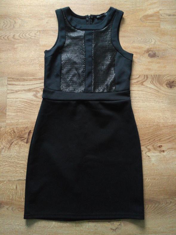 Czarna sukienka z cekinami 36