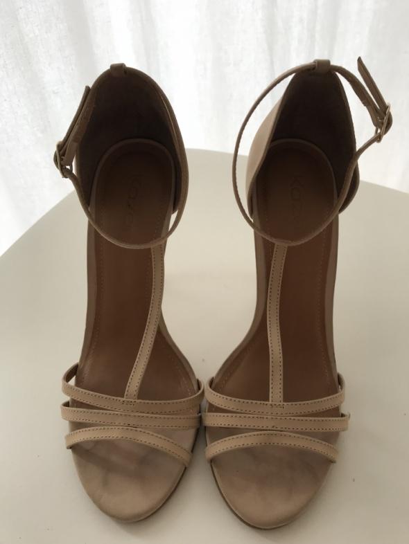 Śliczne sandały na obcasie